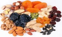 сухофрукты, семечки, орешки.