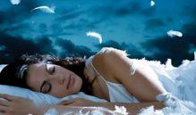 лежа в кровати и путешествуя по царству Морфея