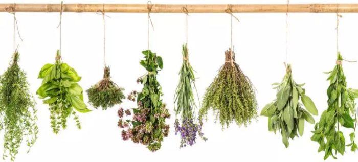изготовление букетиков из трав или веничков оберег
